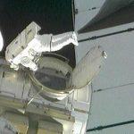 Первый выход в космос начали астронавты из Дискавери